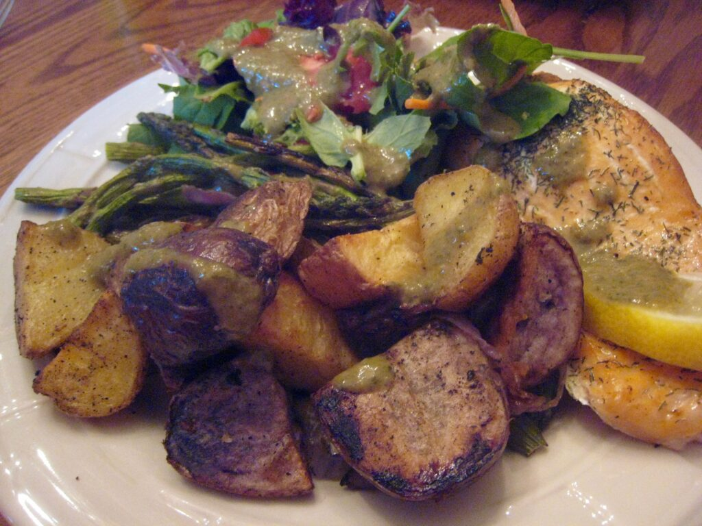 sunday-dinner-salmon-potatoes-asparagus